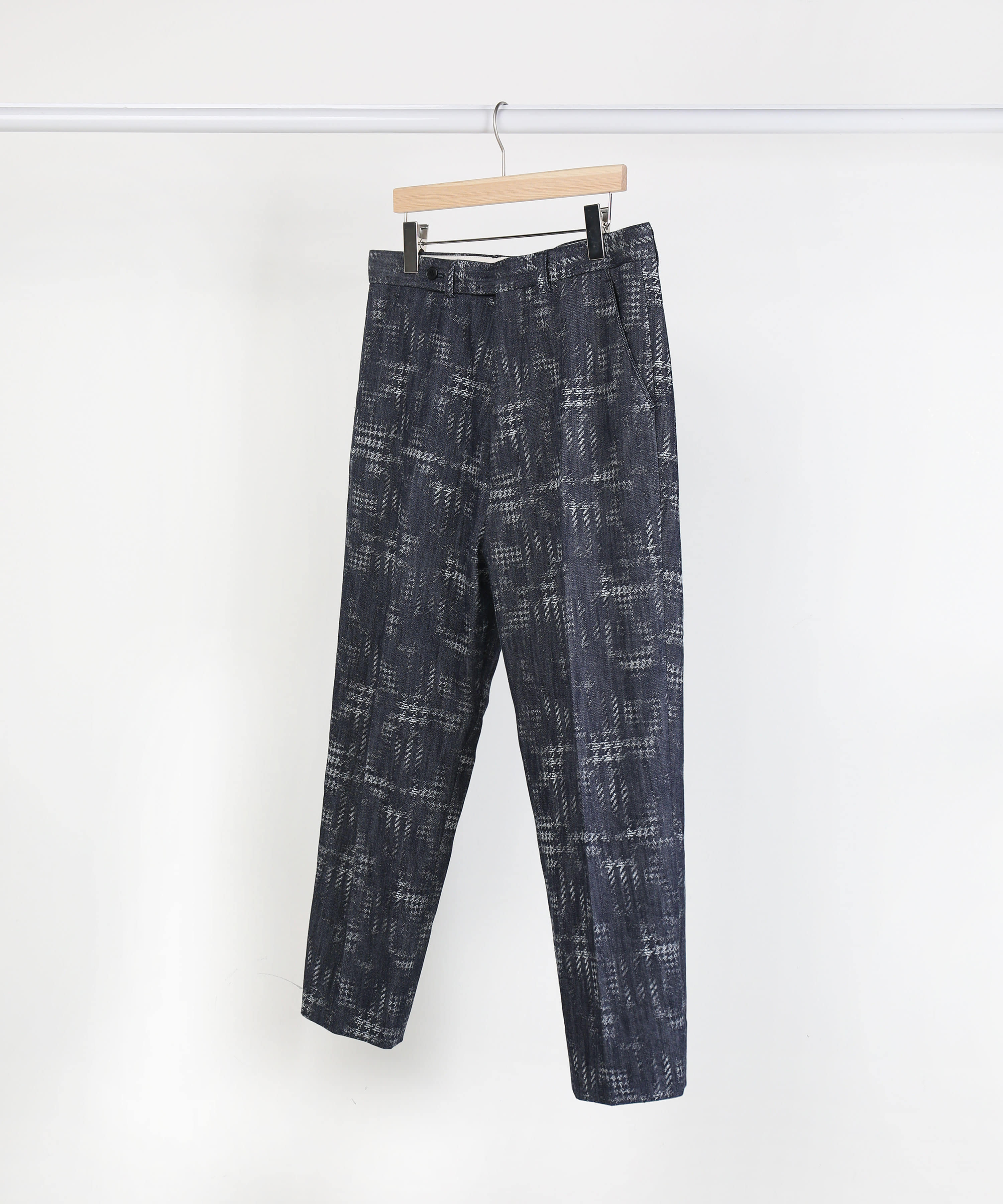 [DISTANCE] CROPPED TAPERED DENIM PANTS.01