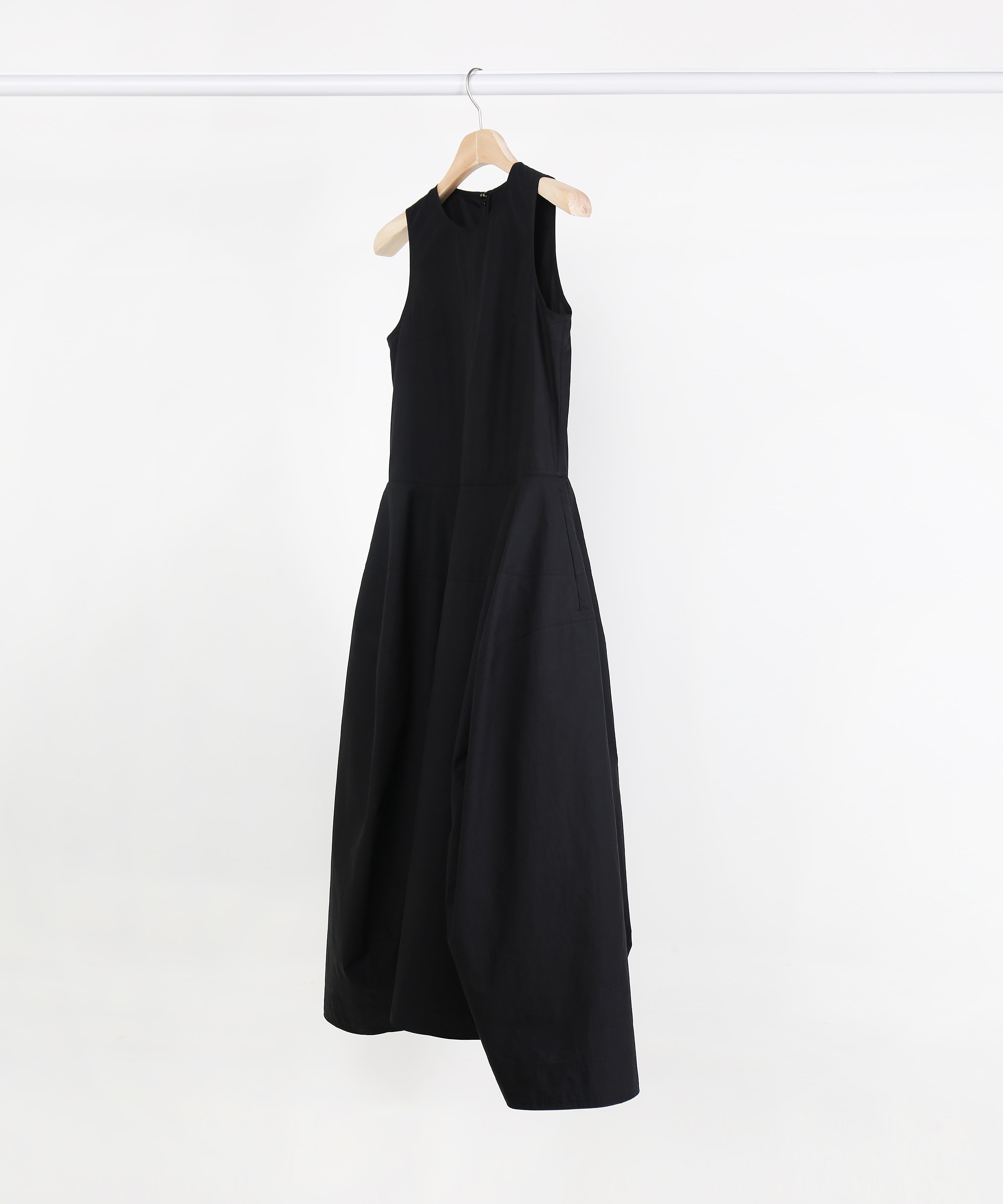 BLACK FLARING COTTON SLEEVELESS LONG DRESS