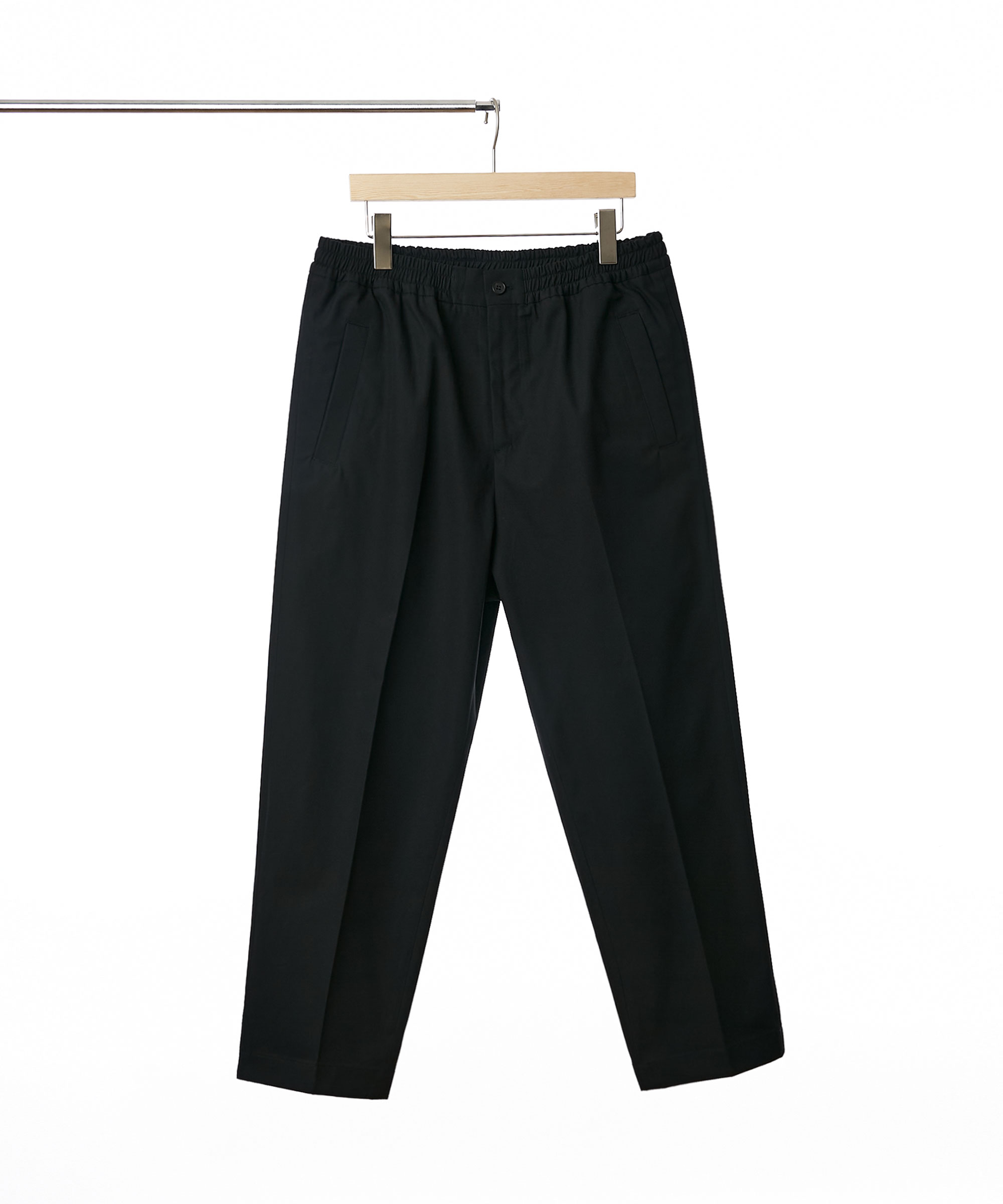 BLACK EASY TAPERED CHINO PANTS 01